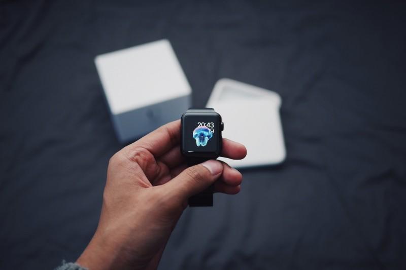 smartwatch-apple-watch-device-time