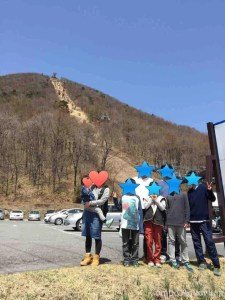 榛名山をバックに記念撮影