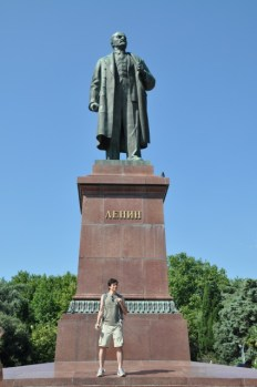 Make fun of ubiquitous Lenin