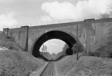 1st Herts Railtour 9 Midland Mainline Bridge ©
