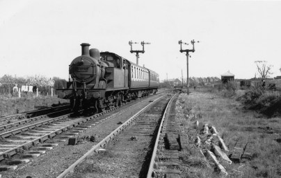 Abbey Stn 21 1955 No 41908 approaching