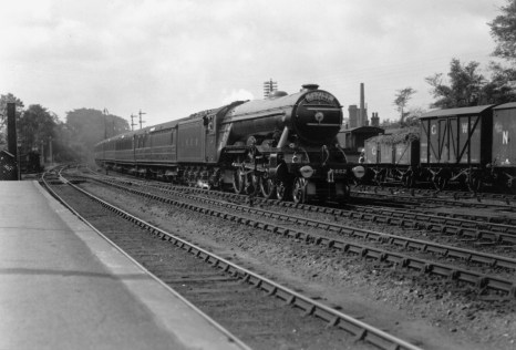 Down Flying Scotsman Hatfield 1927 No 2552