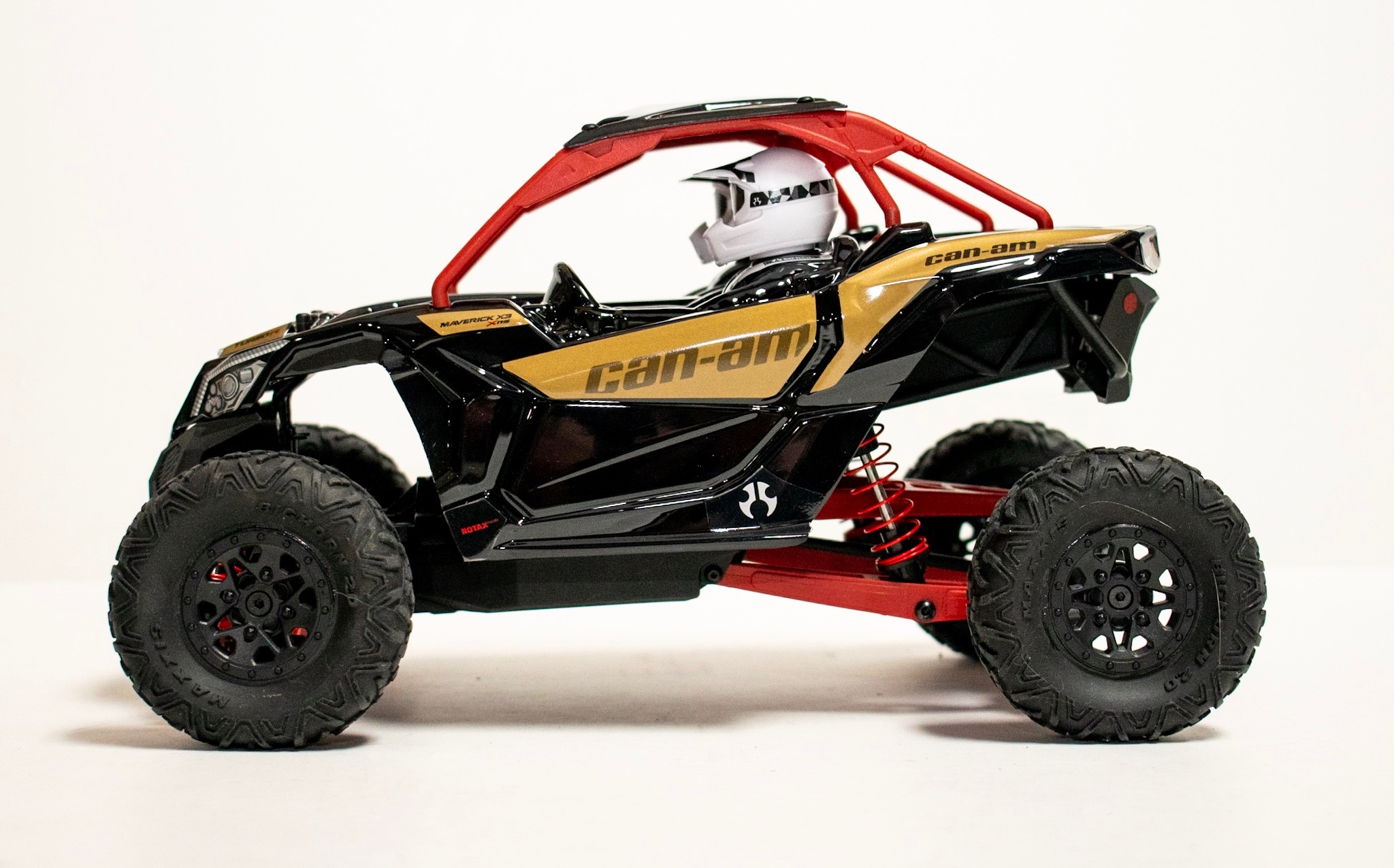 Axial Yeti Jr. Can-Am Maverick X3 - Side
