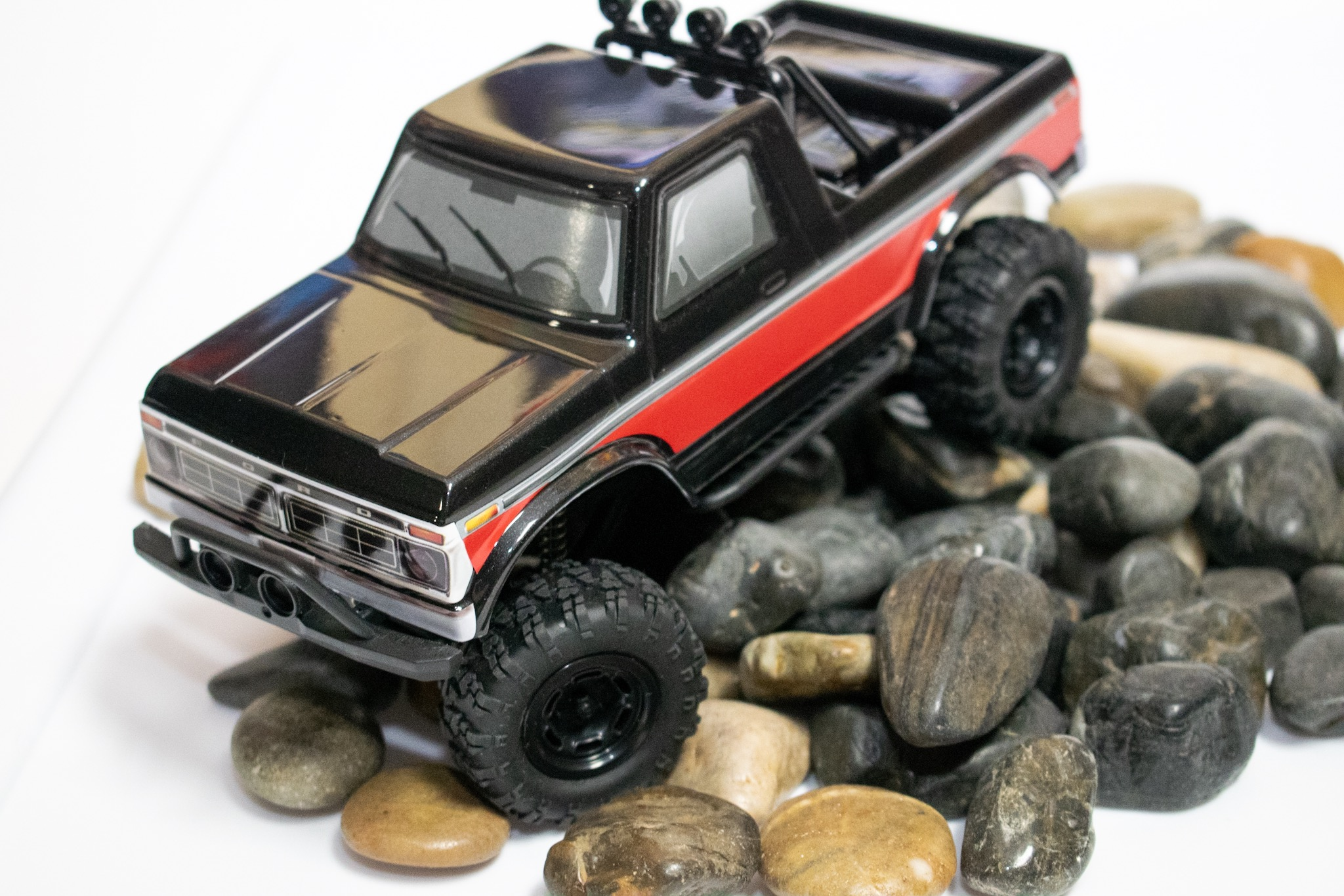 Carisma Scale Adventure MSA-1E 1976 Ford F-150 - Indoor Crawl 3