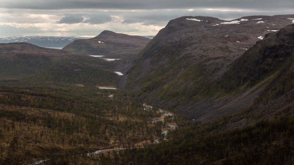 Stada per gamvik Panorama brullo e fiume