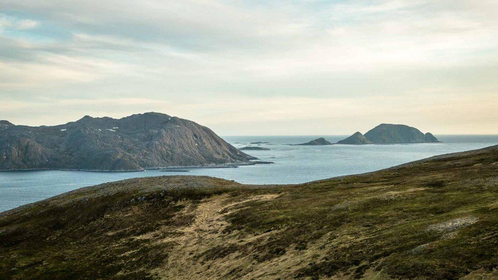 Mare e fiordi scogliere di caponord
