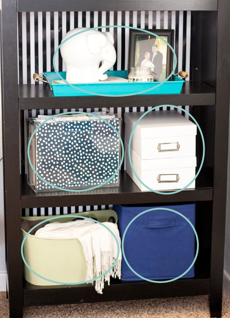 How to decorate a shelf by arranging objects in groups of odd numbers. Good interior styling tip!