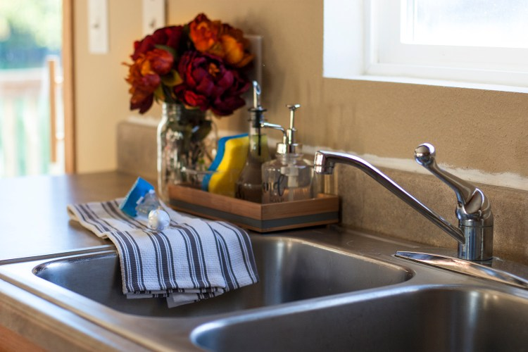Making Cleanup Fast With An Organized Kitchen Sink Diy Soap Dispenser