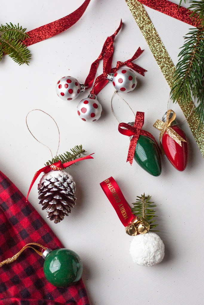 Here are simple tutorials for five handmade Christmas ornaments! I'm totally making these. Christmas Decorations | DIY Christmas Ideas | DIY Christmas Ornaments | Handmade Ornaments | Ornament Tutorials | DIY Christmas Tree | Cheap Christmas Ornaments | #DecoArtProjects