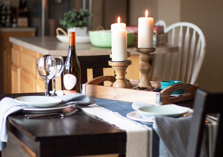 This casual tablescape is so pretty for a date night! Even if we get takeout, it would be nice to start setting the table for our date nights at home. Love her simple decor.