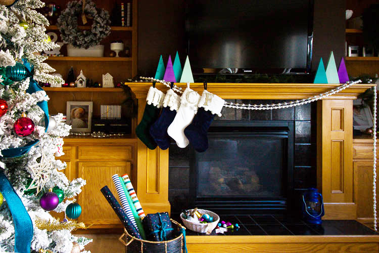 christmas-decor-on-mantle
