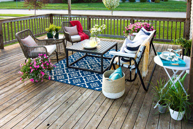 chairs-and-coffee-table-on-deck-with-blue-rug