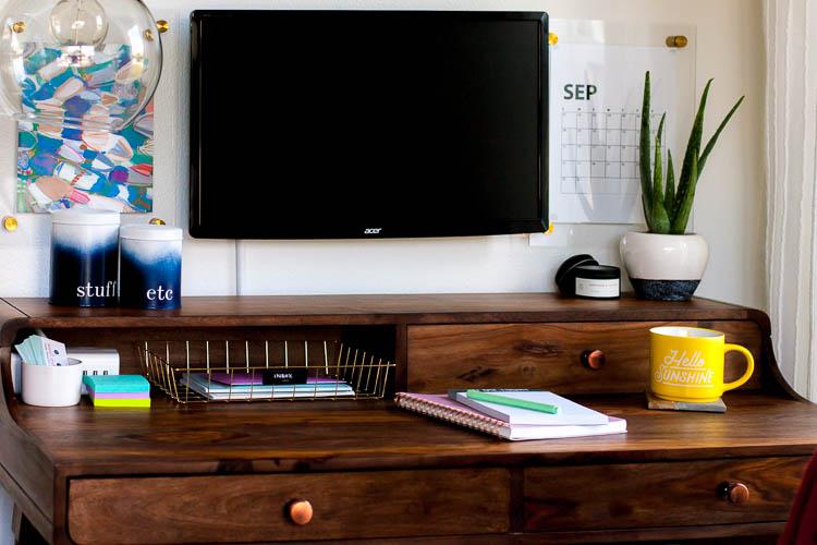 organized-wood-desk