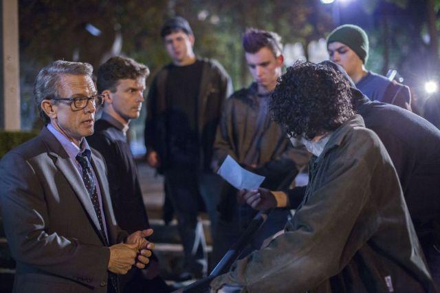 Simon Burke (à gauche) reprend son rôle de Tom Allen, psychiatre empêtré dans une affaire de disparition et de bataille théologique. (DR)