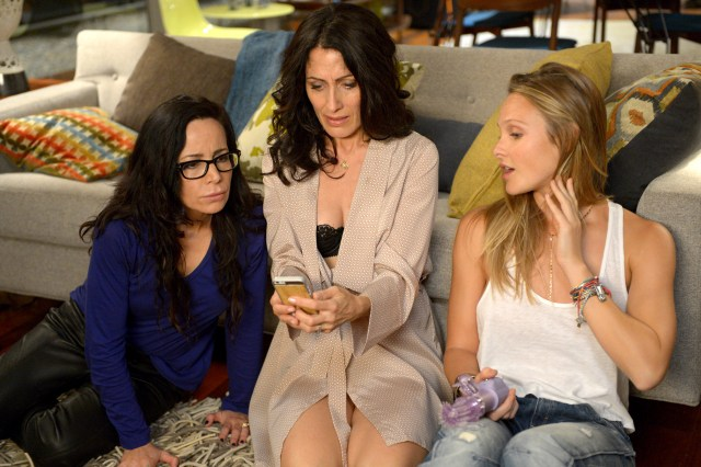girlfriends-guide-to-divorce-season-1-103-02
