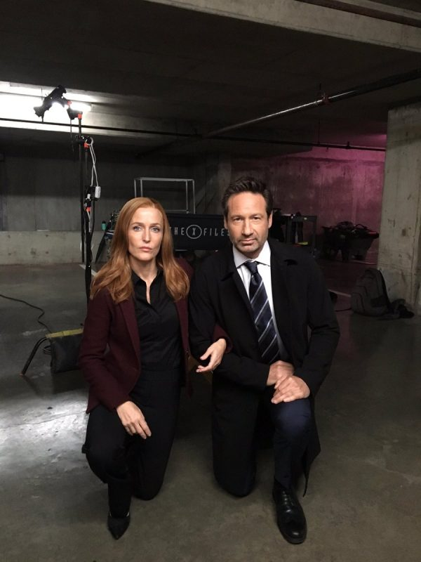 """x-files - X-Files : """"Les shippers ont été entendus"""" selon Chris Carter (+ infos et photos sur la saison 11) x files promo saison 11"""
