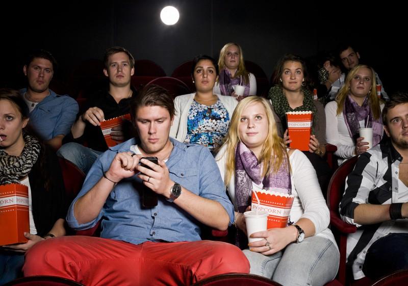 cinéma - 10 choses qu'on ne veut plus voir au cinéma en 2018 ninjas punissent spectateurs bruyants au cinema