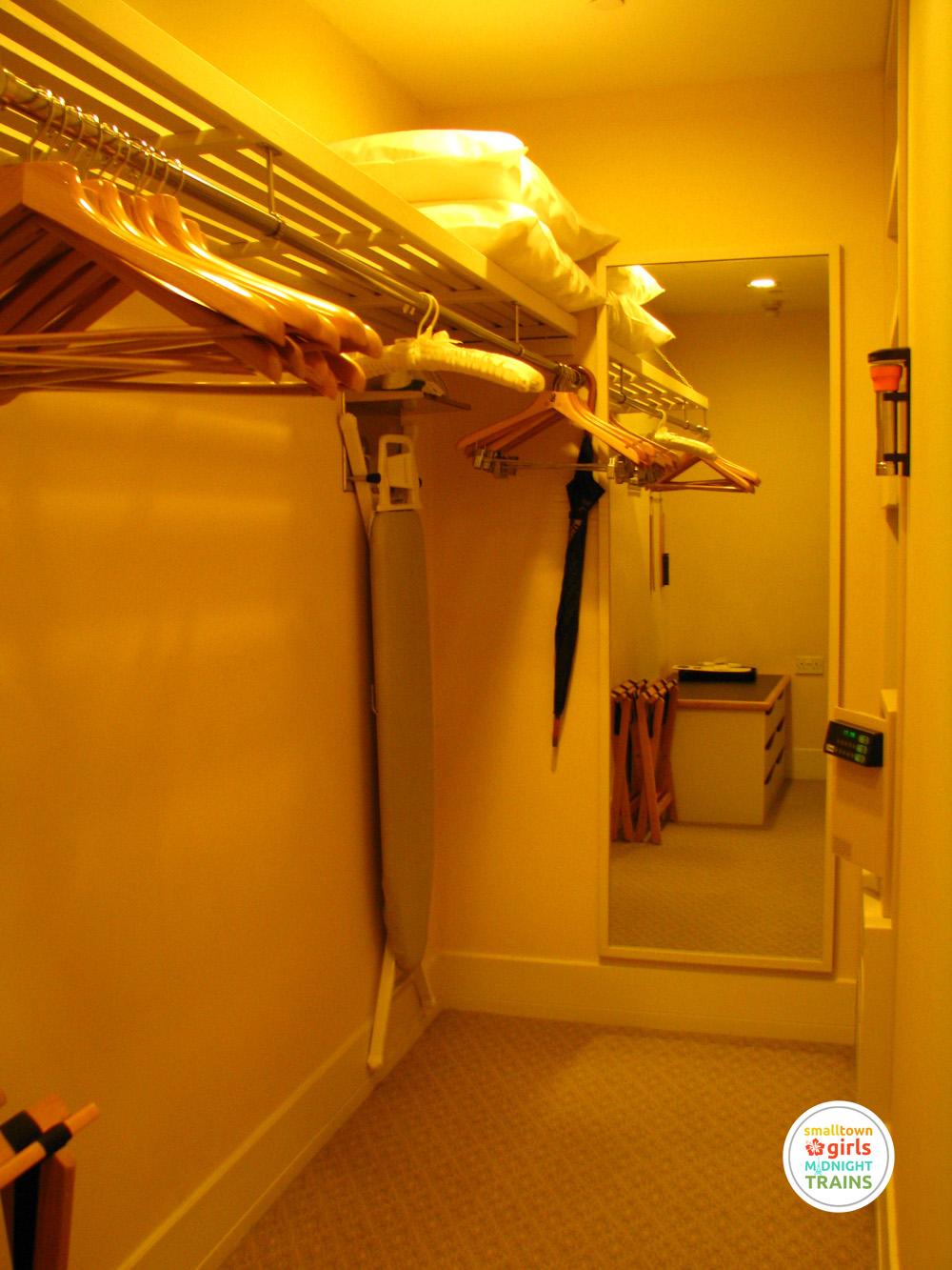 STGMT_Ritz Carlton Millenia Singapore_05_Walk In Closet