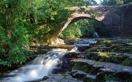 West Burton Waterfalls (Cauldon Falls) | Image by ukgardenphotos | CC BY-NC-ND 2.0