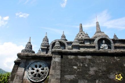 Bali_Lovina_Buddhisttemple_01