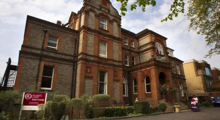 Palmers Lodge Swiss Cottage 01