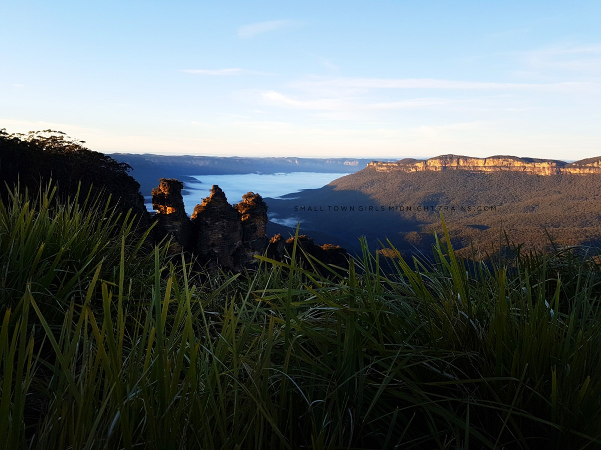 Blue Mountains Katoomba Sunrise Over the Three Sisters at Echo Point