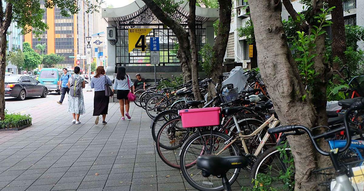 SGMT Taiwan Taipei Gaya Ellan and Ria with Bicycles