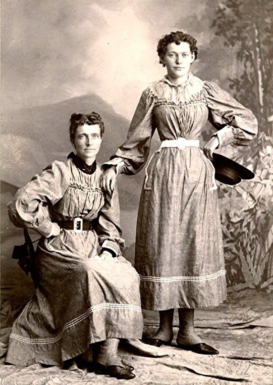 Helga and Clara Estby.
