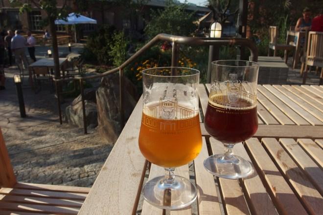 Bierchen im Garten der Stone-Geröllheimer