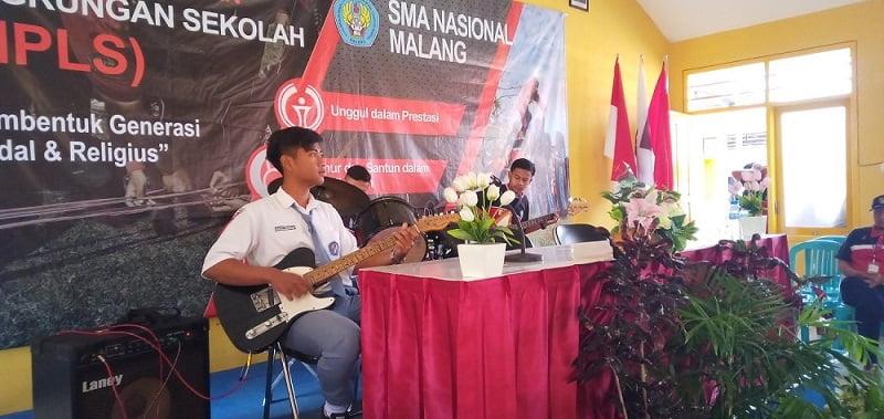 Ekstrakurikuler Musik SMA Nasional Malang 3