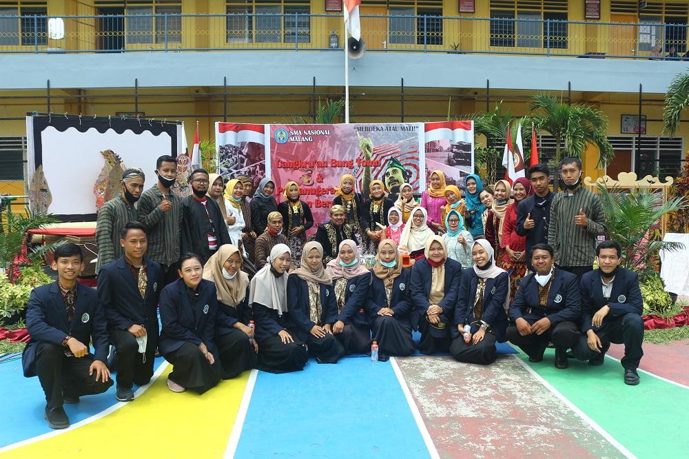 Penganugerahan Alumni Berprestasi SMANAS dalam Cangkrukan Bung Tomo di Hari Sumpah Pemuda 13