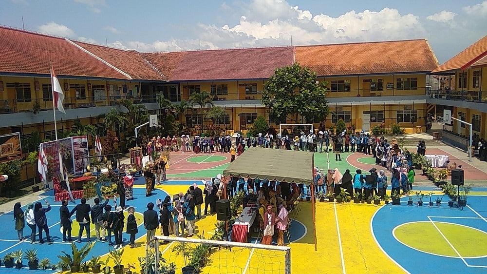 Penganugerahan Alumni Berprestasi SMANAS dalam Cangkrukan Bung Tomo di Hari Sumpah Pemuda 6