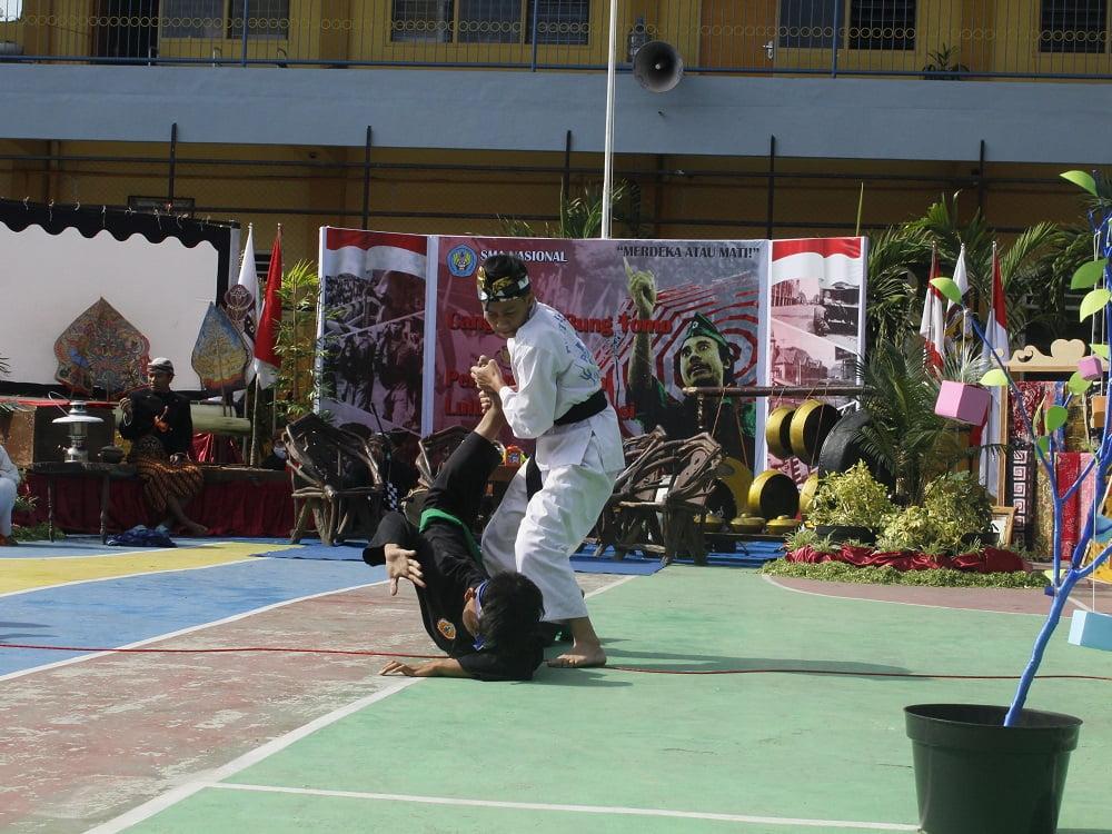 Penganugerahan Alumni Berprestasi SMANAS dalam Cangkrukan Bung Tomo di Hari Sumpah Pemuda 1