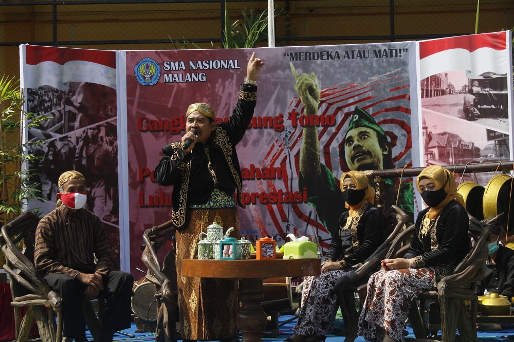 Penganugerahan Alumni Berprestasi SMANAS dalam Cangkrukan Bung Tomo di Hari Sumpah Pemuda 2