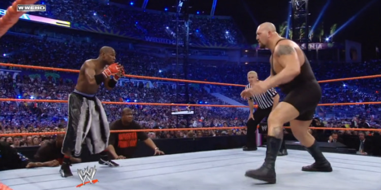 173-senttinen ja 68-kiloinen Floyd Mayweather ottelemassa 213-senttistä ja 193-kiloista Big Show'ta vastaan WrestleMania 24:ssä 30.3.2008.
