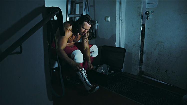 """Michael Majalahti eli """"The Rebel"""" StarBuck valmistautumassa painiotteluun."""