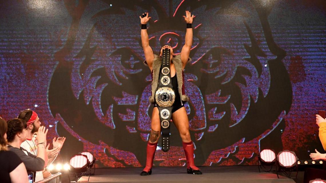 Pete Dunne esiintyi WWE:n UK-spesiaalilähetyksessä Progressin mestaruuden kanssa. Progressin ja WWE:n välinen yhteistyö näyttäisi olevan vielä voimissaan. Kuva: WWE.com.