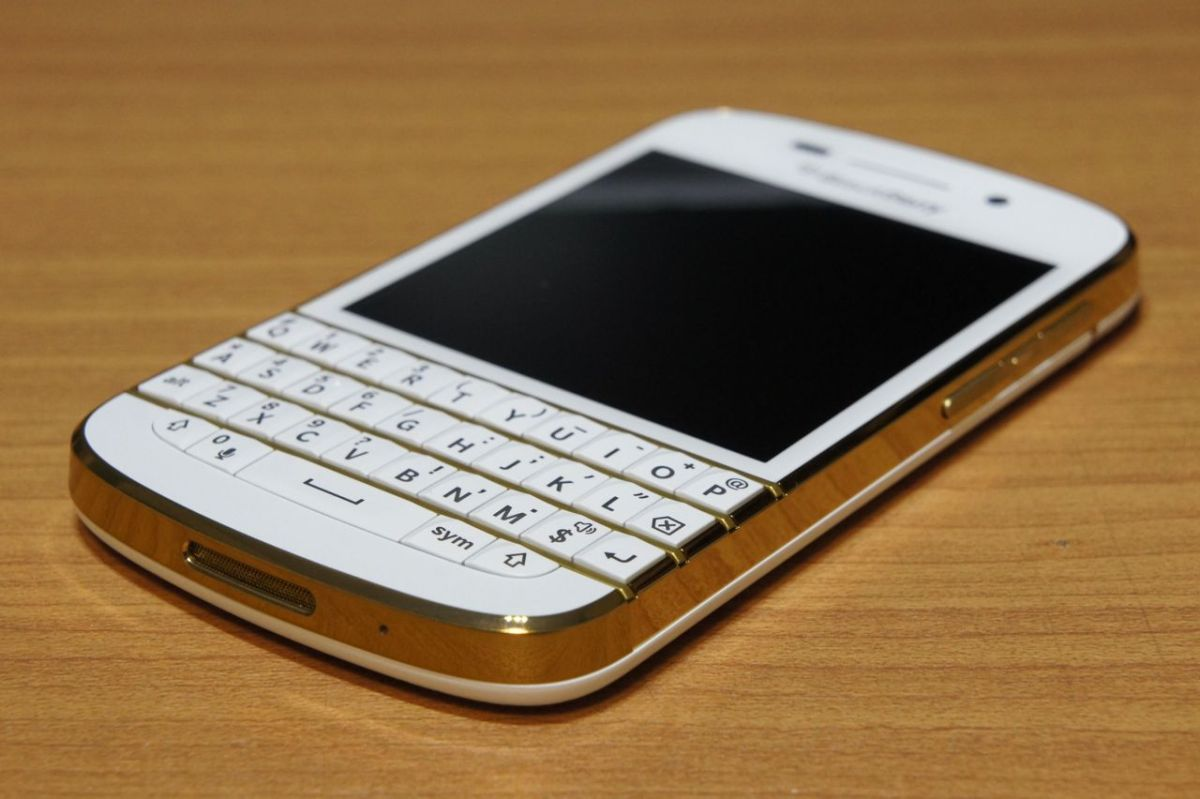 BlackBerry Q10 Gold & White Special Edition SQN100-3 フォトレビュー