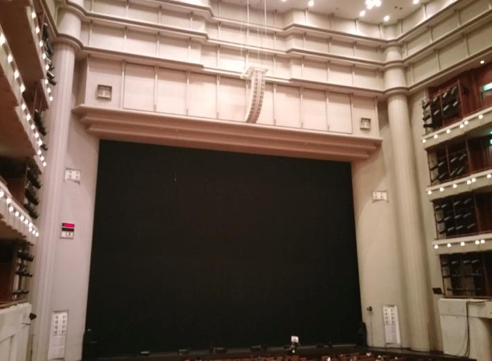 平土間席(2階席)からの見え方の画像