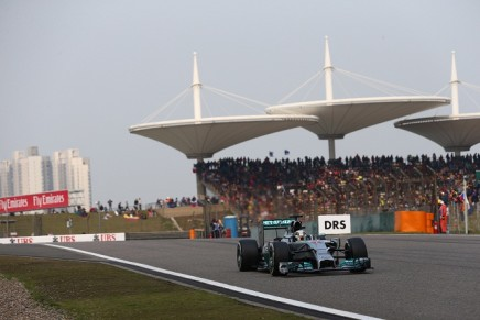 Spettatore folle invade la pista a Shanghai