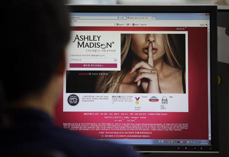 Attacco hacker a sito Ashley Madison, tre suicidi