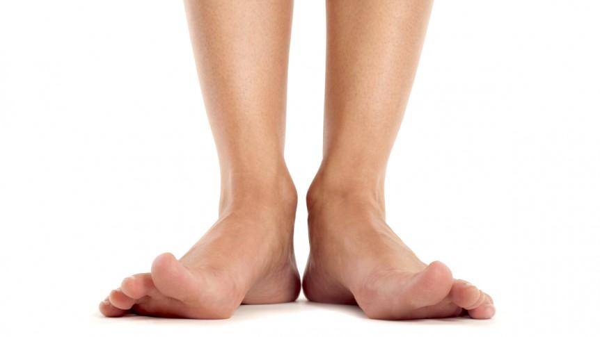 Il parassita che entra dai piedi scalzi (e fa danni a distanza di tempo)