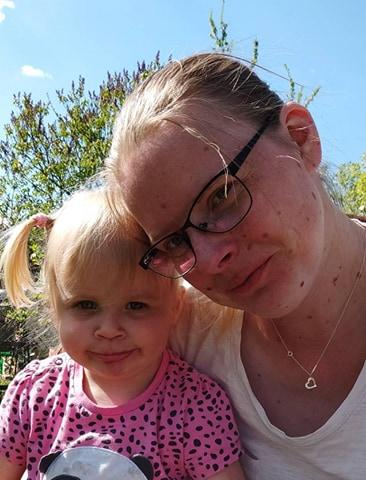Amelka z mamą, fot. archiwum prywatne