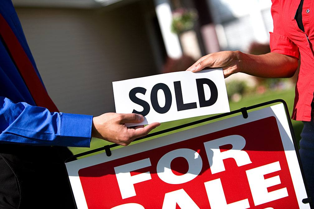 Buying a New Home in a Hot Real Estate Market? Here Are 4 Tips You Will Need to Be Successful