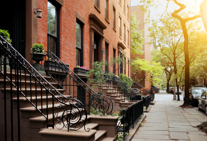 Buying a New Home in the City? The Pros and Cons of Buying a Home on a Busy Street