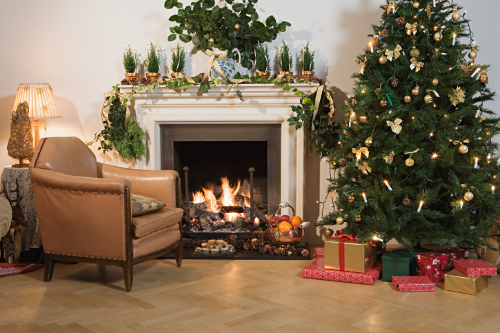 Deck the Halls: 4 Staging Tips to Follow When Selling Your Home This Holiday Season