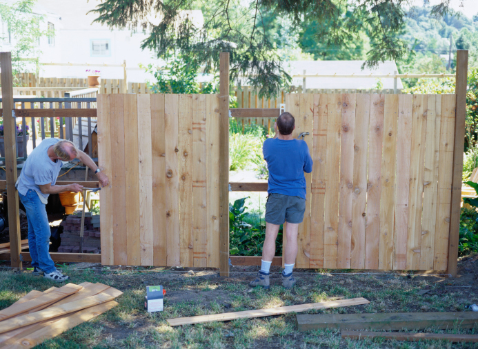How to Pick the Right Type of Fence to Skyrocket Your Home Appeal