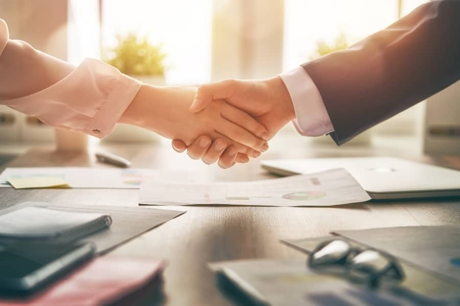 Ways to Build Strong Client Relationships (+ Pro Tips)