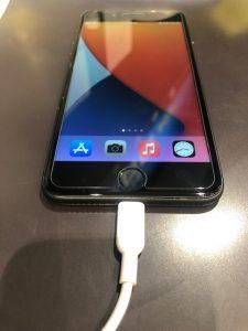 充電中のiPhone8+
