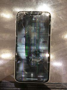 iPhoneXRの液晶割れ、画面割れ